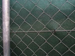 Uchycení stínící sítě k plotu